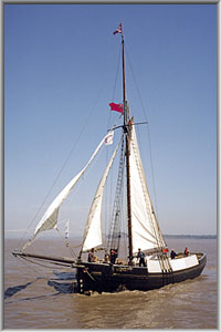 The Spry under sail on the River Severn